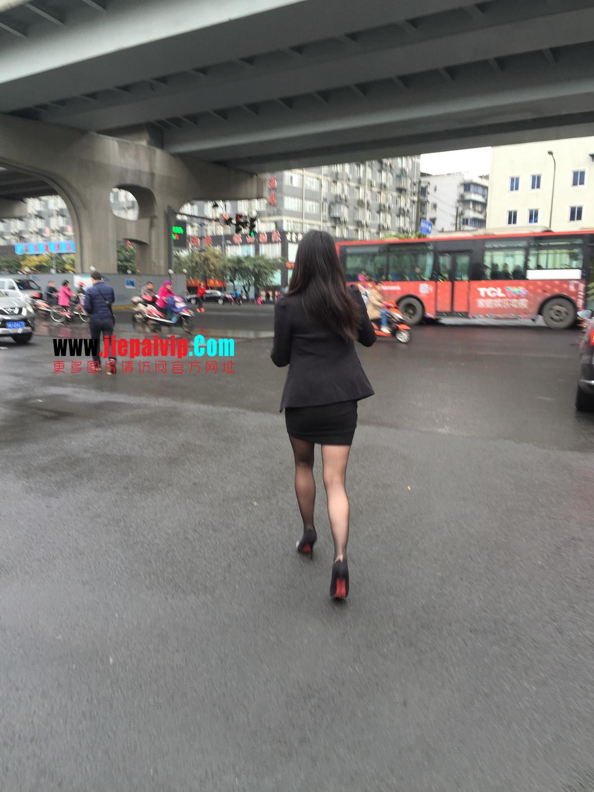 街拍职业OL美女,黑丝高跟,短裙包臀14