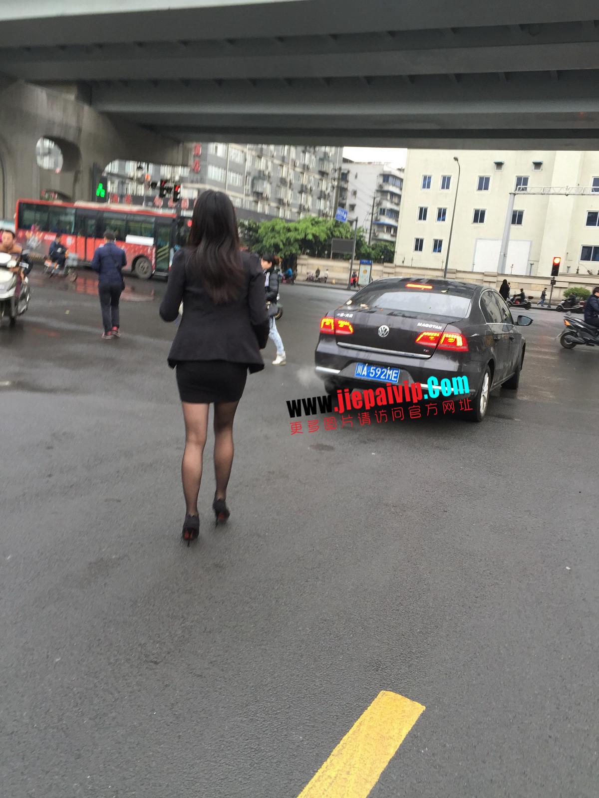 街拍职业OL美女,黑丝高跟,短裙包臀16
