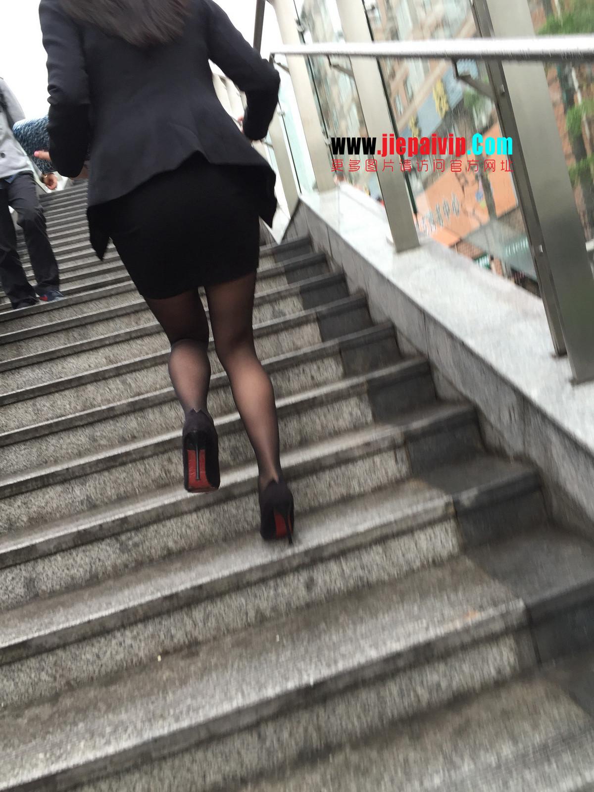 街拍职业OL美女,黑丝高跟,短裙包臀32