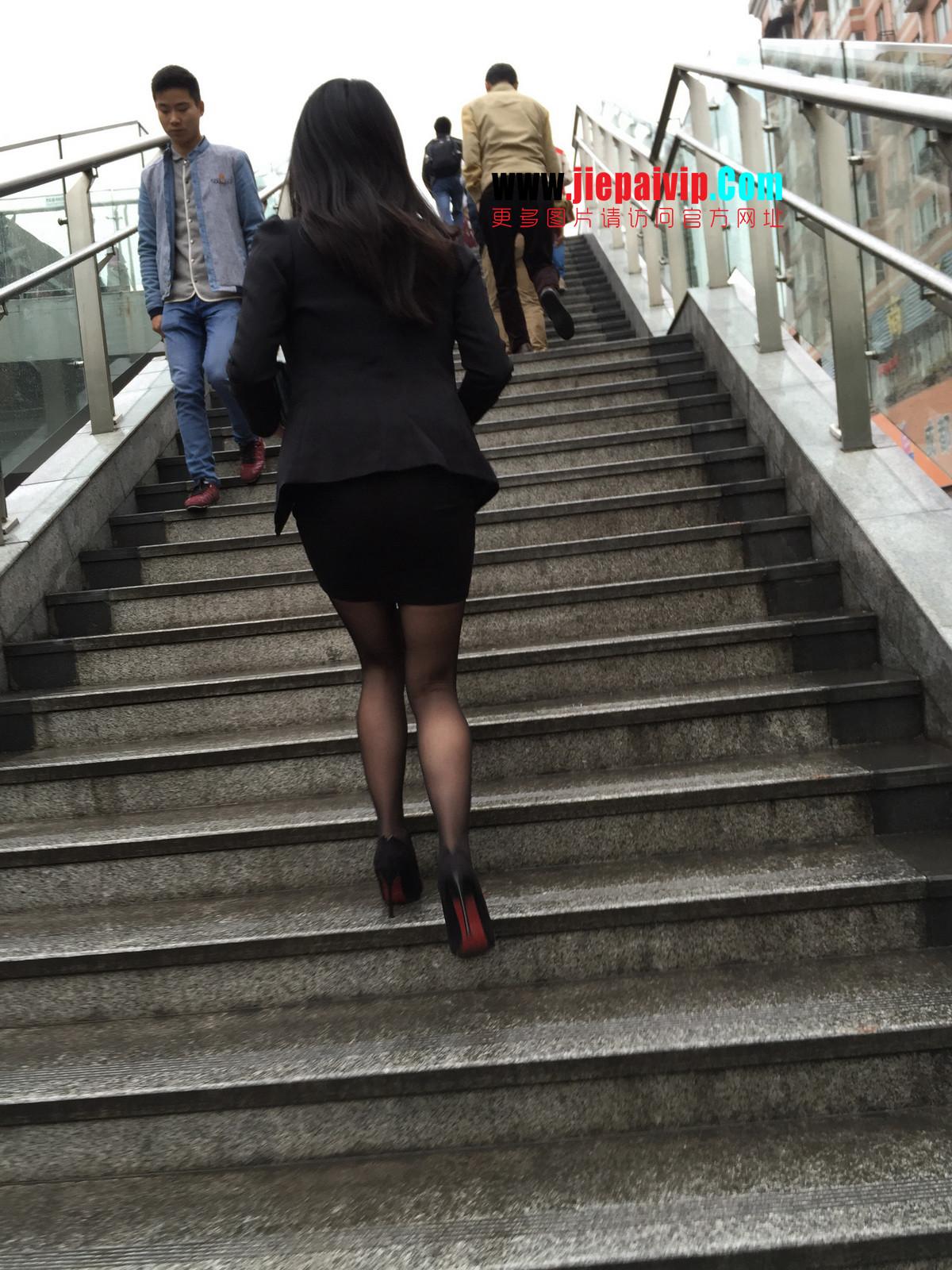 街拍职业OL美女,黑丝高跟,短裙包臀33