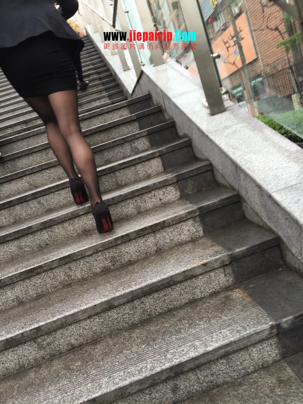 街拍职业OL美女,黑丝高跟,短裙包臀34