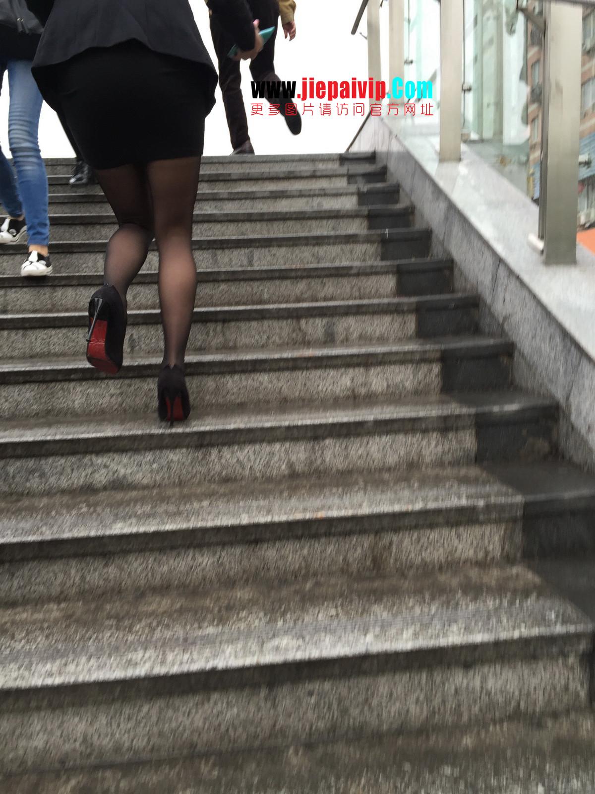 街拍职业OL美女,黑丝高跟,短裙包臀35