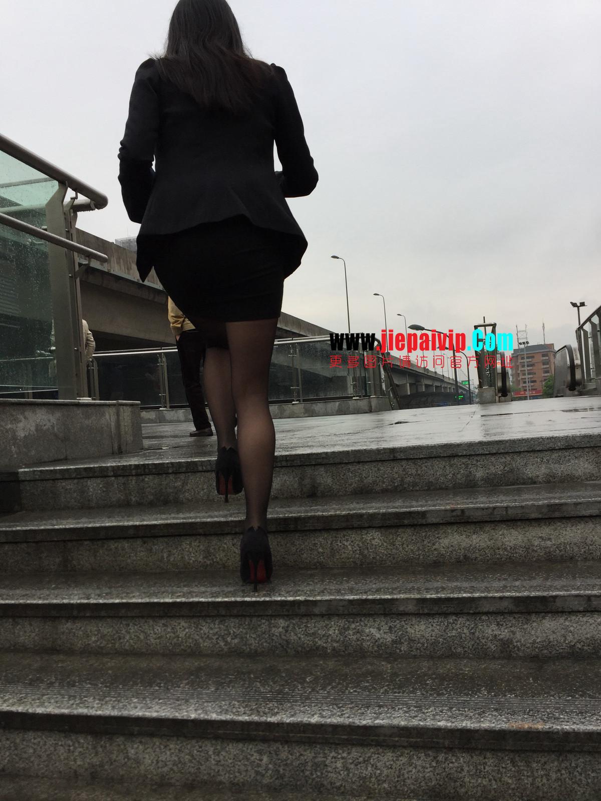 街拍职业OL美女,黑丝高跟,短裙包臀36