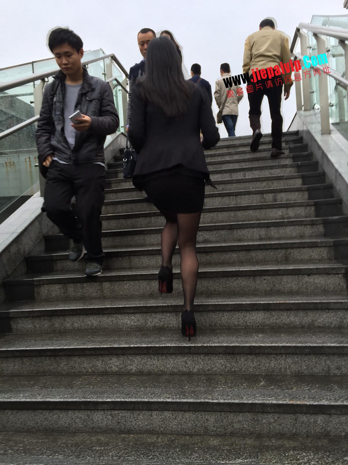 街拍职业OL美女,黑丝高跟,短裙包臀41