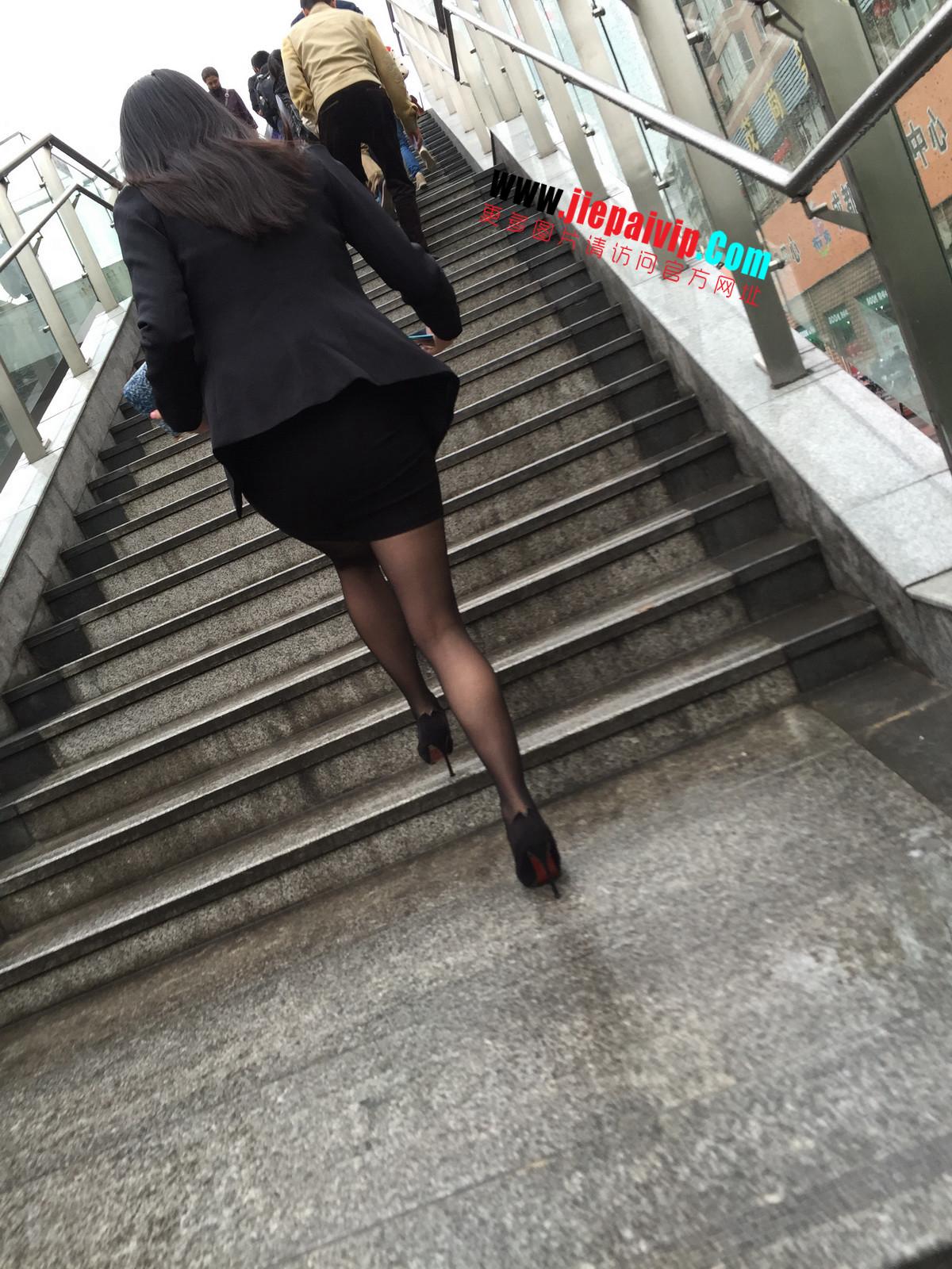 街拍职业OL美女,黑丝高跟,短裙包臀42