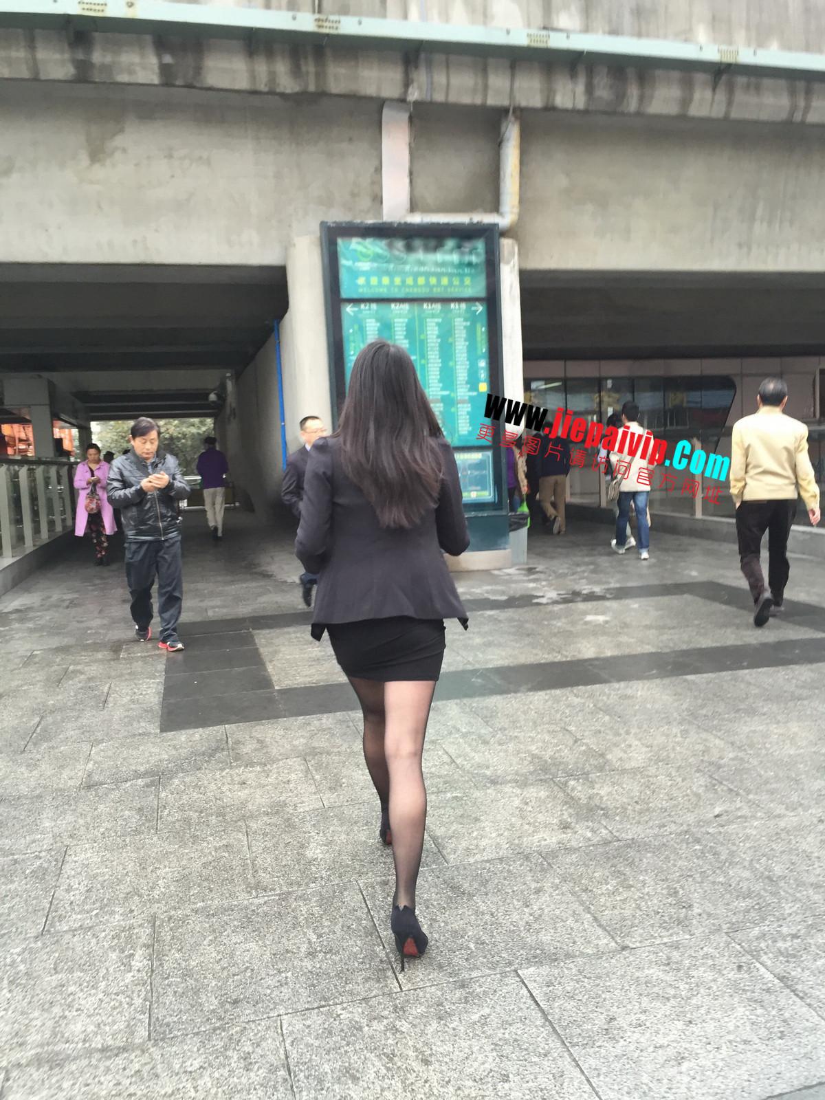 街拍职业OL美女,黑丝高跟,短裙包臀46
