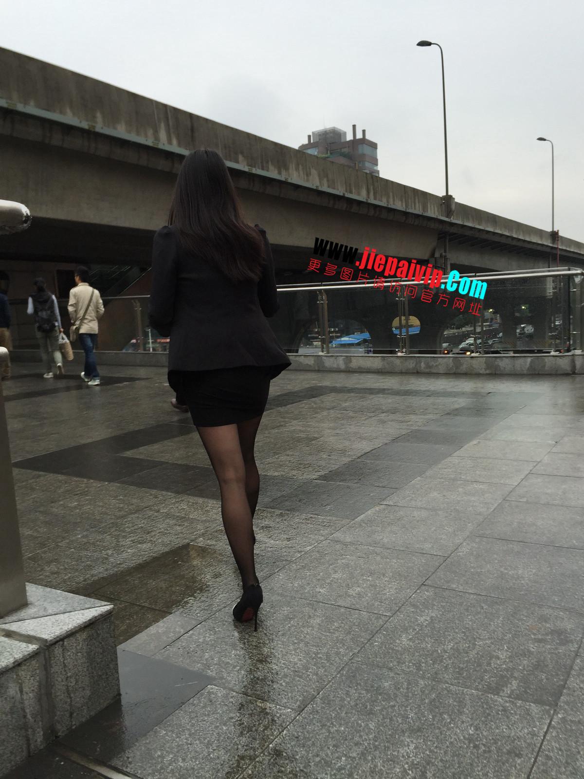 街拍职业OL美女,黑丝高跟,短裙包臀48