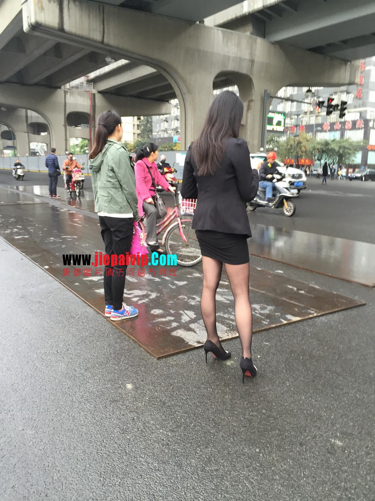 街拍职业OL美女,黑丝高跟,短裙包臀2