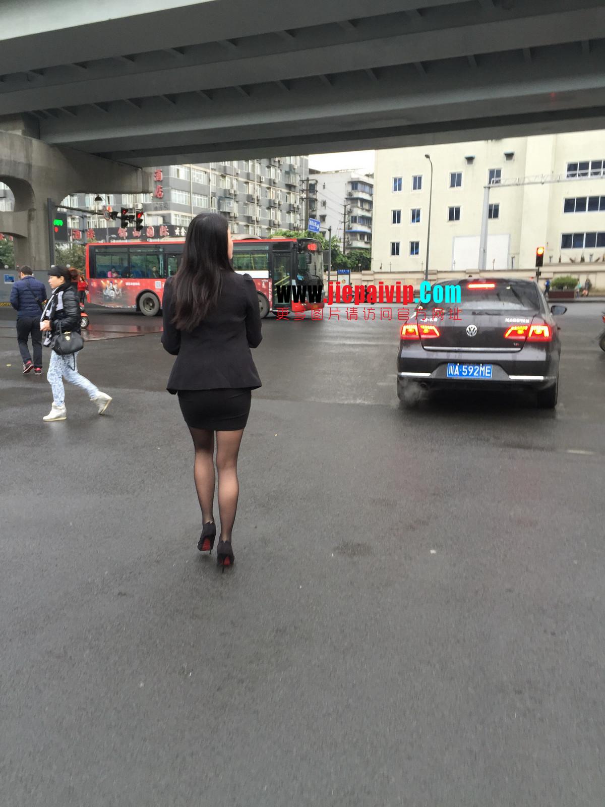 街拍职业OL美女,黑丝高跟,短裙包臀6