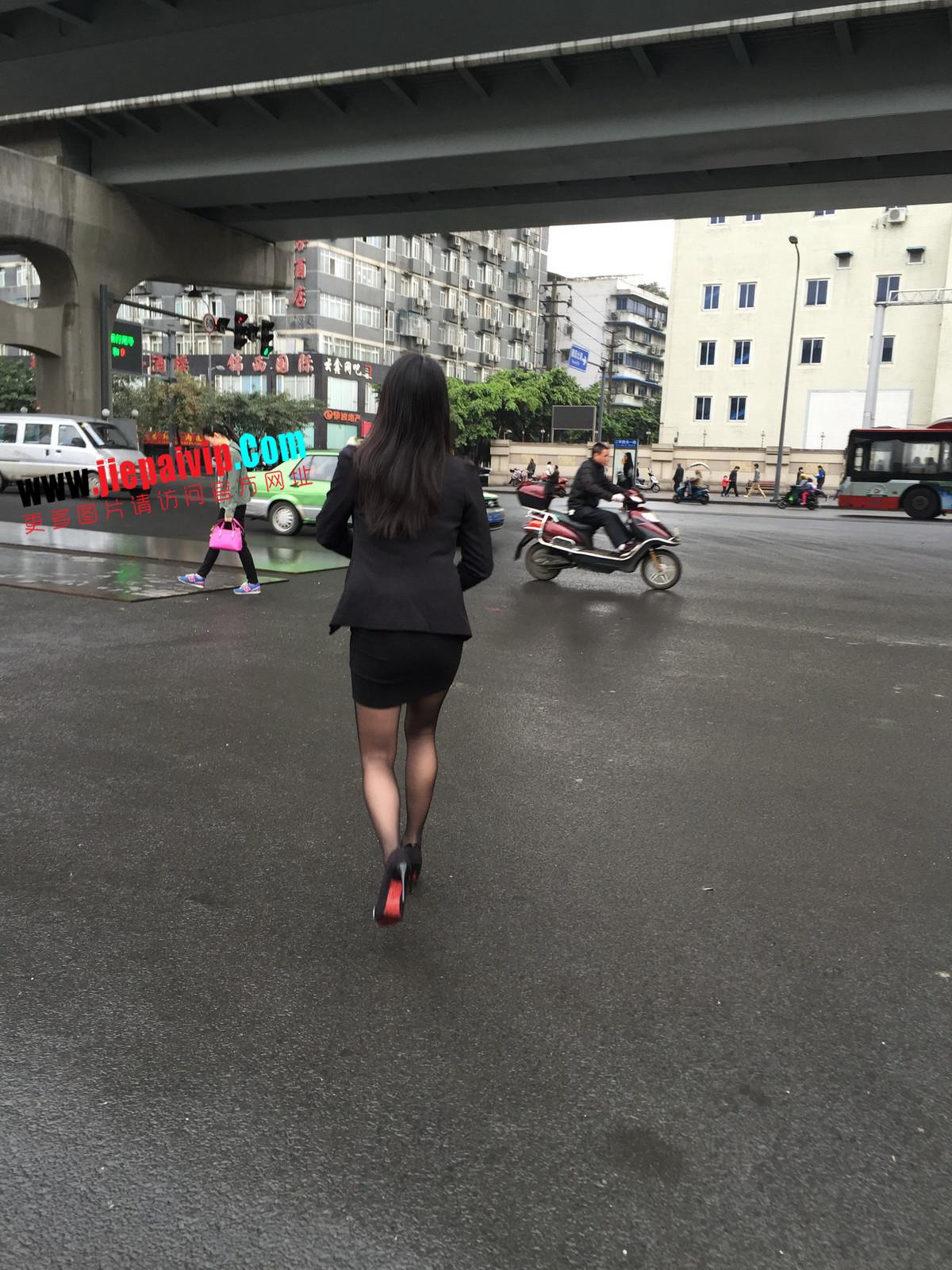 街拍职业OL美女,黑丝高跟,短裙包臀7