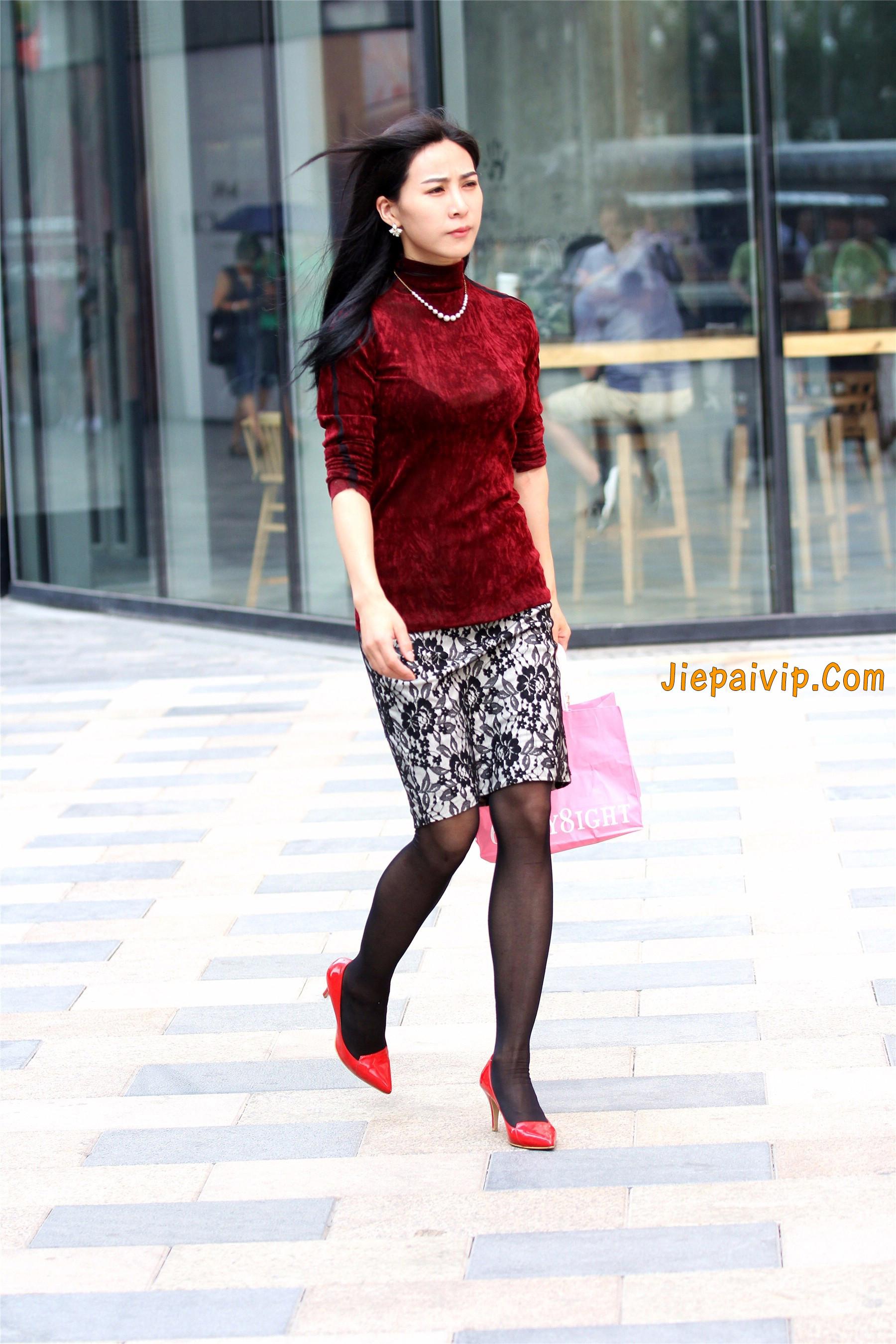 黑色丝袜红色高跟少妇4