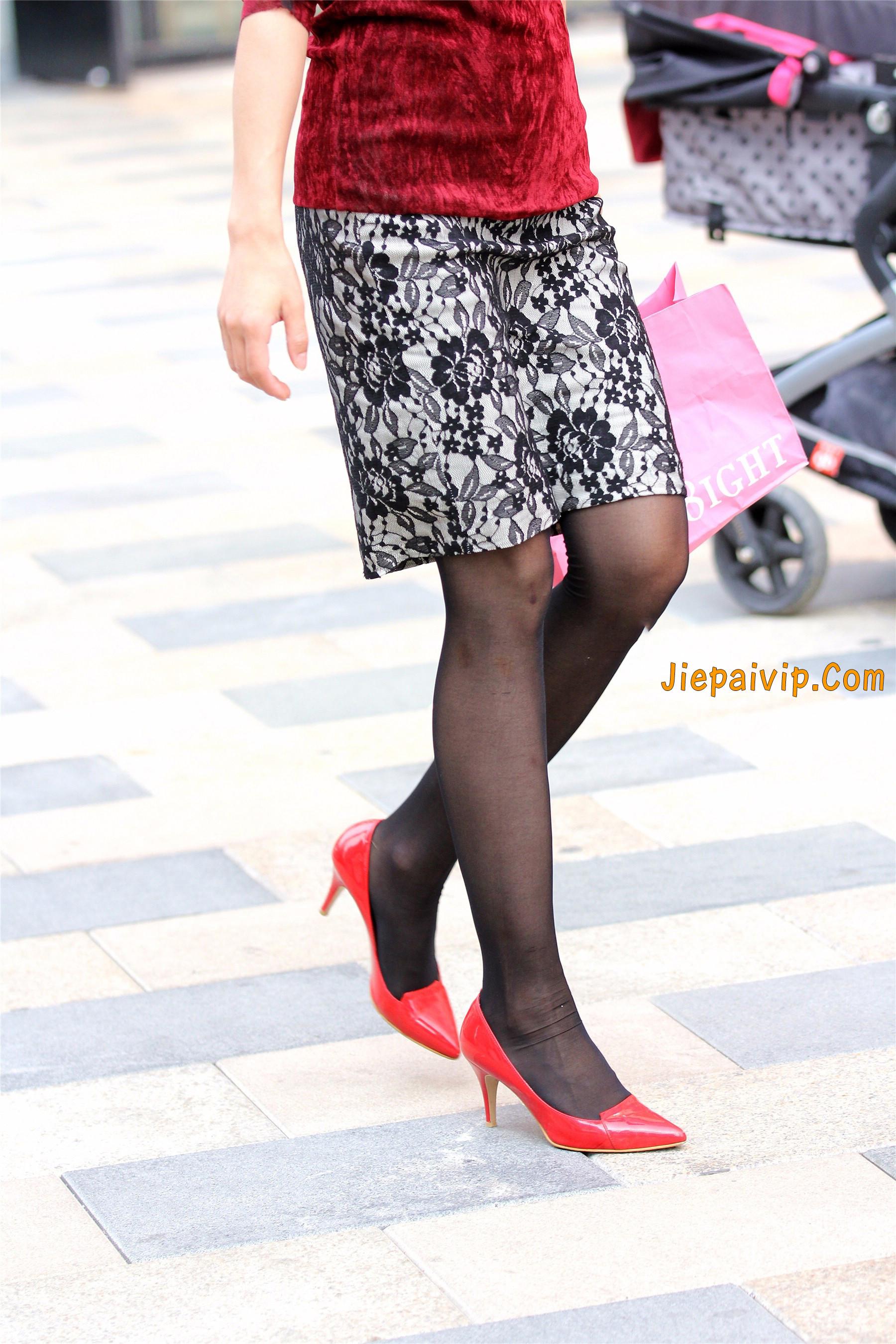 黑色丝袜红色高跟少妇10