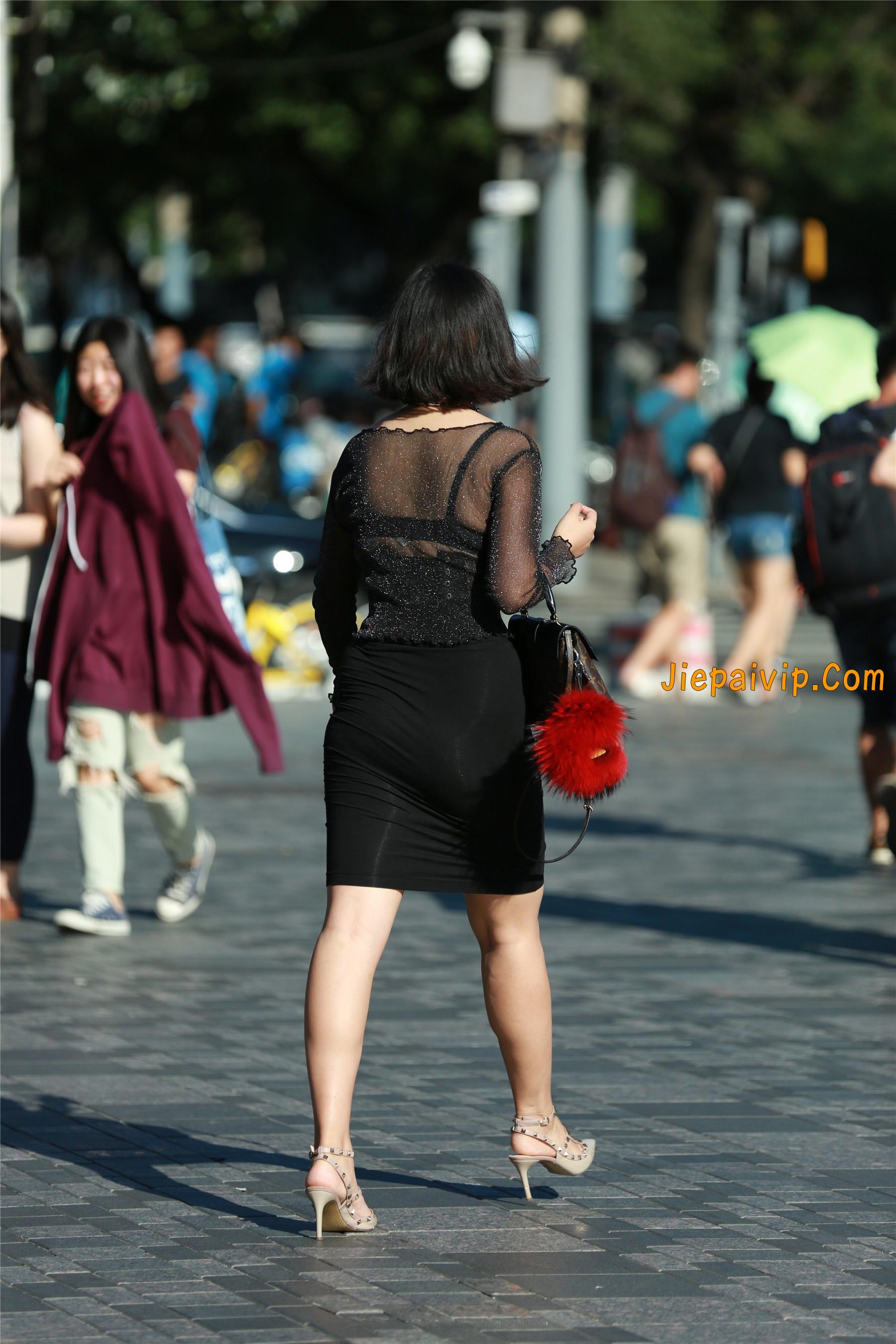 黑纱若隐若现,美腿包臀少妇17