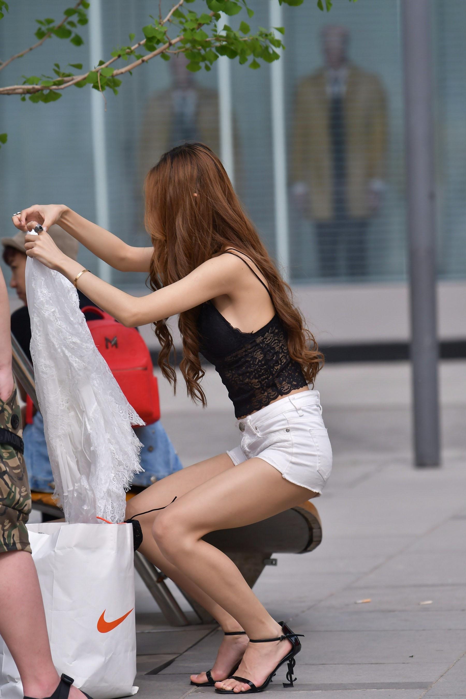 摄像师街头采访帅哥美女,领略魔镜街拍