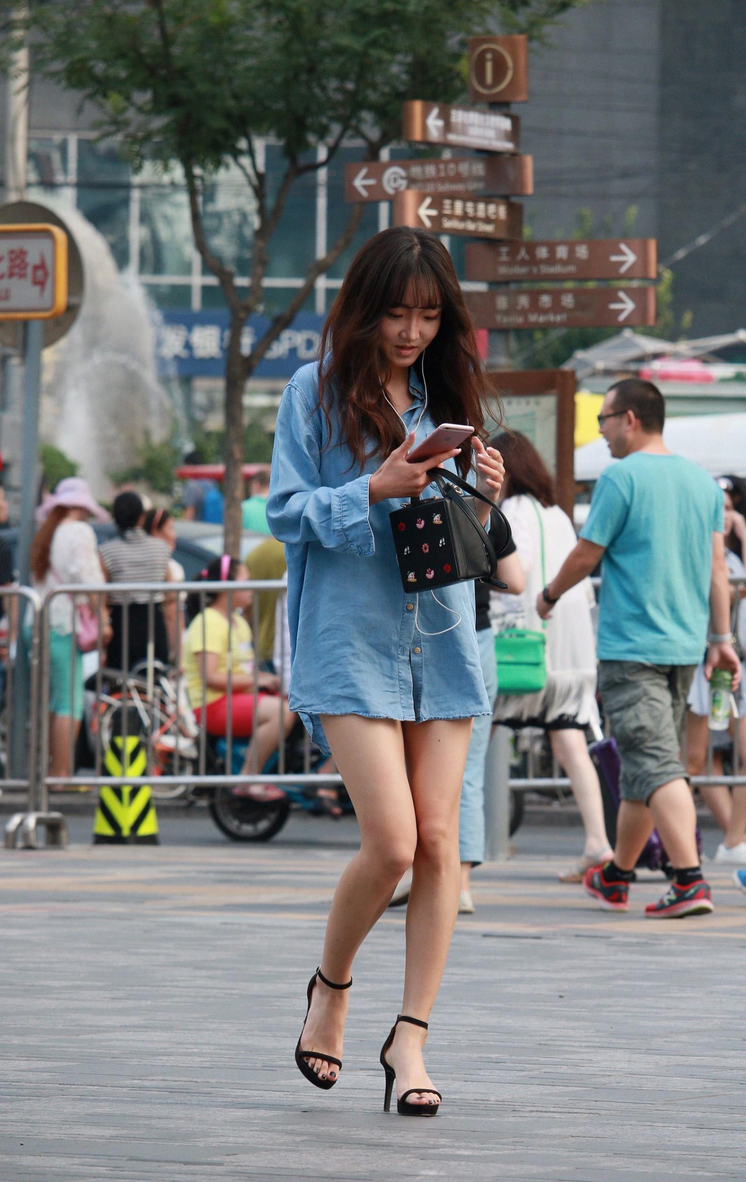 摄像师街拍好闺蜜逛街购物