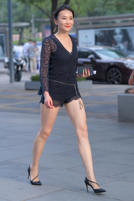 极品性感长腿少妇,实在太妩媚1