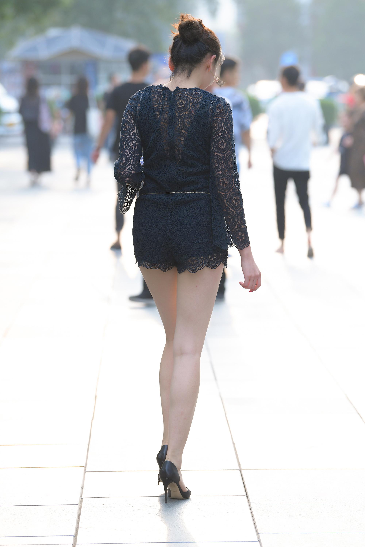 极品性感长腿少妇,实在太妩媚17