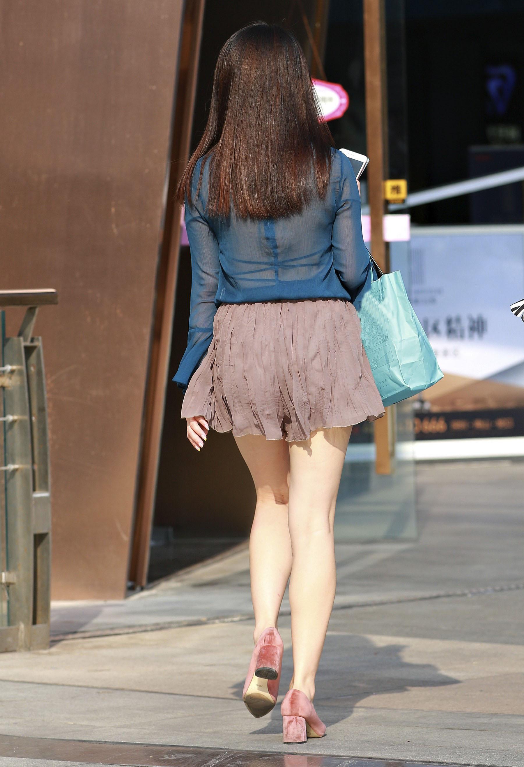 害羞 性感 白嫩美腿 淑女,膝盖怎么回事呢?