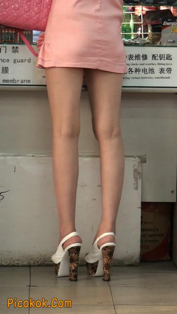 极品的大长腿美女又来了16