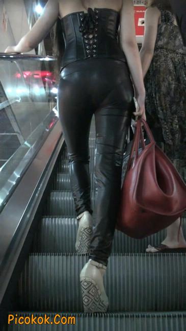 黑色紧身皮裤的美女,还是皮裤能衬托屁股啊2