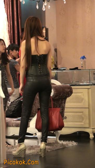 黑色紧身皮裤的美女,还是皮裤能衬托屁股啊6