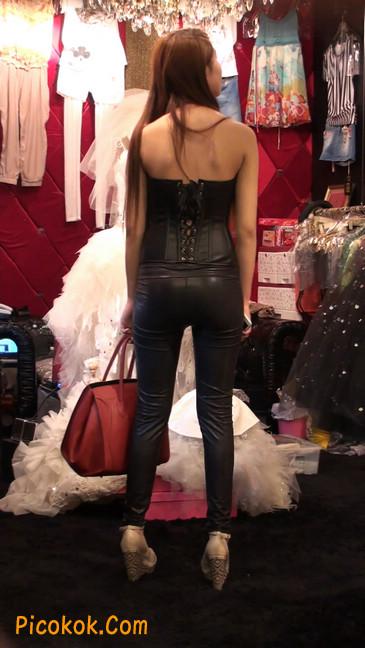 黑色紧身皮裤的美女,还是皮裤能衬托屁股啊12