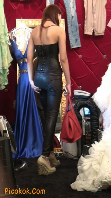 黑色紧身皮裤的美女,还是皮裤能衬托屁股啊14