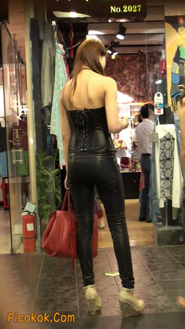 黑色紧身皮裤的美女,还是皮裤能衬托屁股啊16