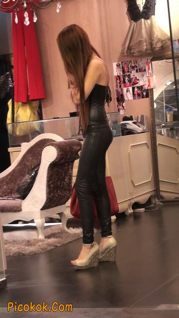 黑色紧身皮裤的美女,还是皮裤能衬托屁股啊17