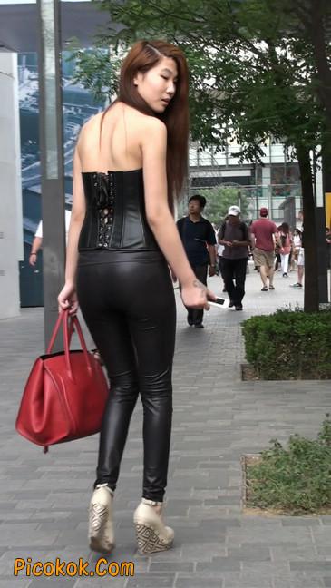 黑色紧身皮裤的美女,还是皮裤能衬托屁股啊29