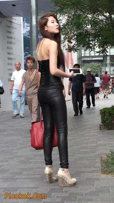 黑色紧身皮裤的美女,还是皮裤能衬托屁股啊30