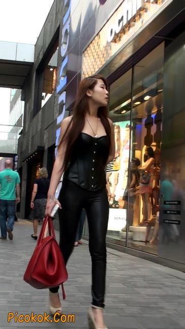 黑色紧身皮裤的美女,还是皮裤能衬托屁股啊35