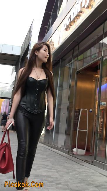 黑色紧身皮裤的美女,还是皮裤能衬托屁股啊36