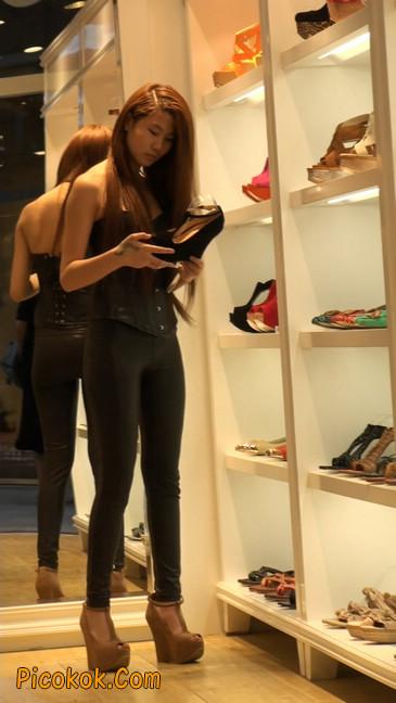 黑色紧身皮裤的美女,还是皮裤能衬托屁股啊54