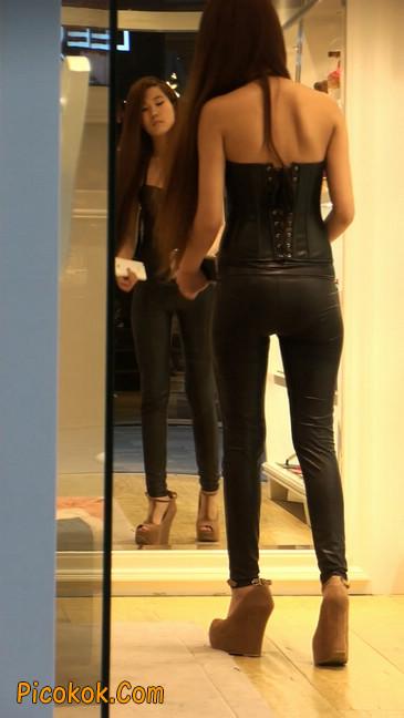 黑色紧身皮裤的美女,还是皮裤能衬托屁股啊55