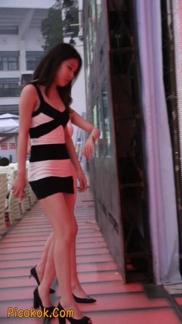 街拍夜店门口的性感超短裙极品美女30
