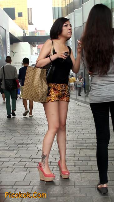 热裤纹身的大搔妇,少妇就是有味道4