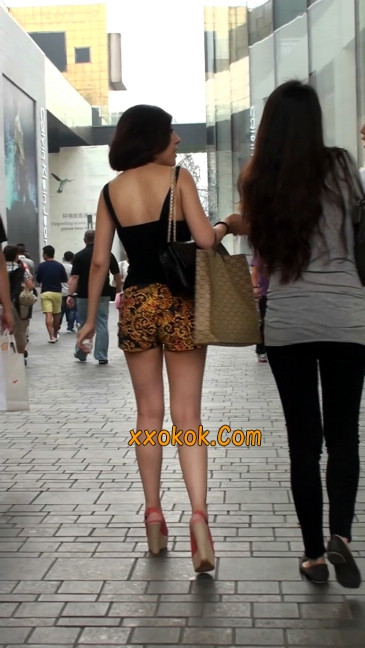 热裤纹身的大搔妇,少妇就是有味道6