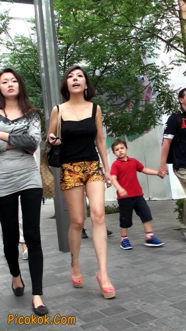 热裤纹身的大搔妇,少妇就是有味道15