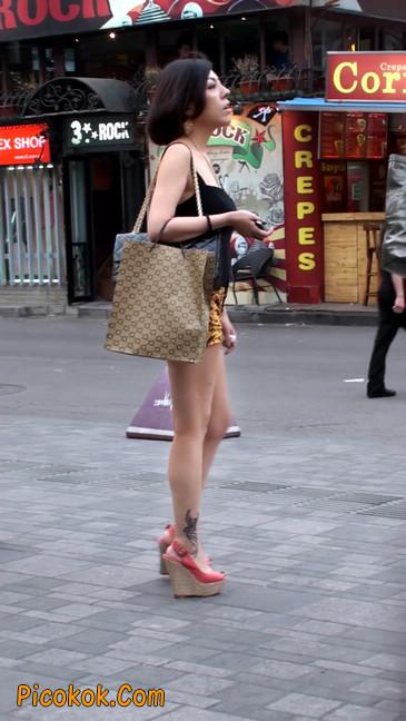 热裤纹身的大搔妇,少妇就是有味道18