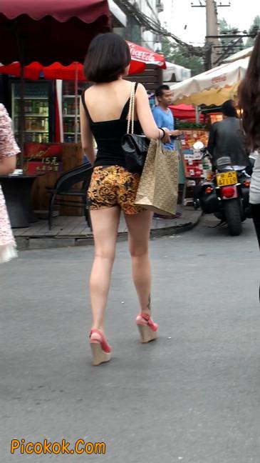 热裤纹身的大搔妇,少妇就是有味道19