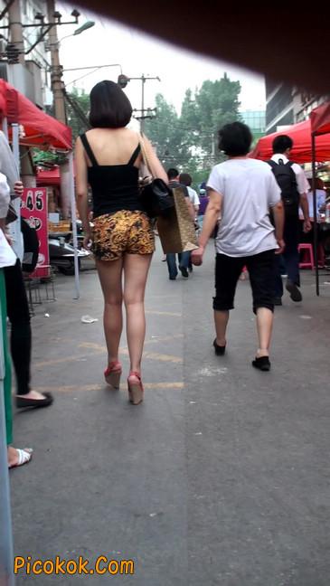 热裤纹身的大搔妇,少妇就是有味道26