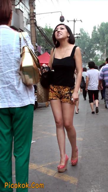 热裤纹身的大搔妇,少妇就是有味道27