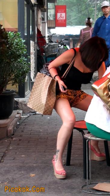 热裤纹身的大搔妇,少妇就是有味道34