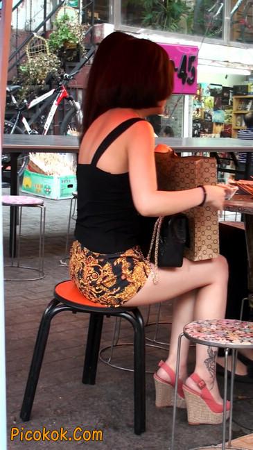 热裤纹身的大搔妇,少妇就是有味道35