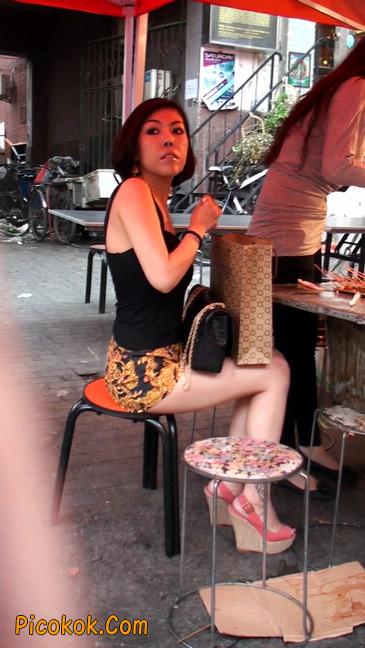 热裤纹身的大搔妇,少妇就是有味道38