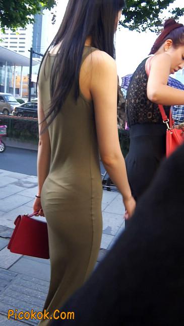 少妇穿着贴身的裙子,内裤都印出来了噢11