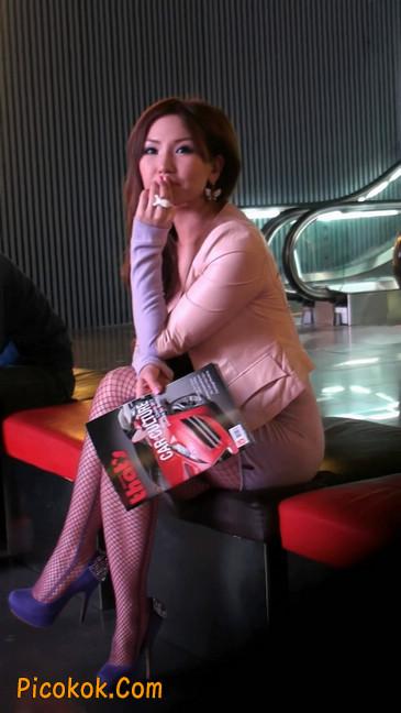 紫色网袜的高跟极品美女,三围很惹眼49