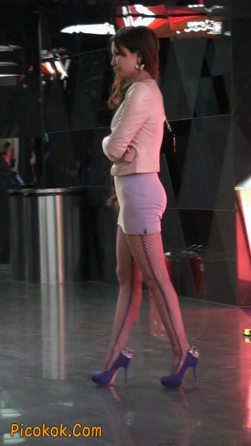 紫色网袜的高跟极品美女,三围很惹眼58