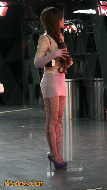 紫色网袜的高跟极品美女,三围很惹眼66